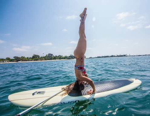 Yoga sobre una tabla de Paddle Surf